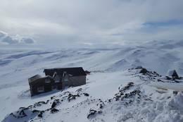 Utsikt ned mot hovedbygningen - Foto: Vigdis Nygaard
