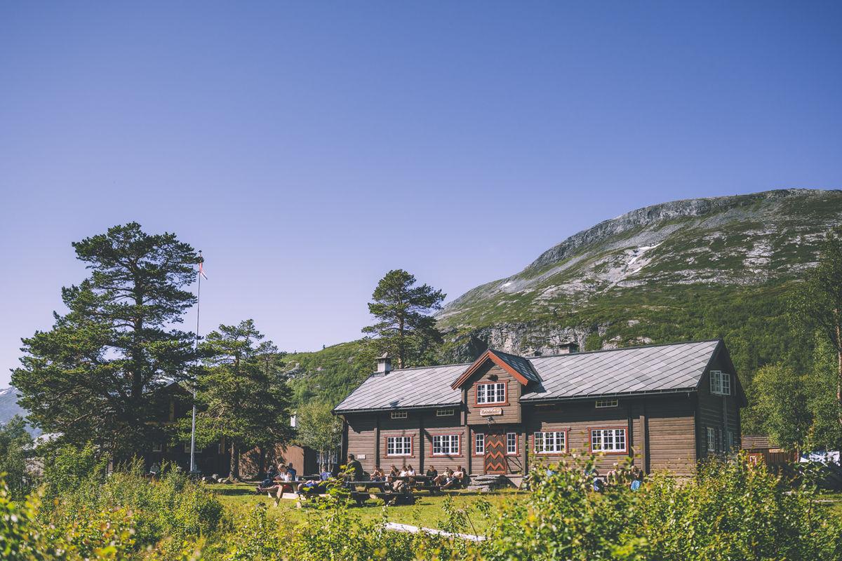 Reindalseter er midtpunktet i rutenettet til Ålesund-Sunnmøre Turistforening i Tafjordfjella. Hytta er betjent i sommersesongen