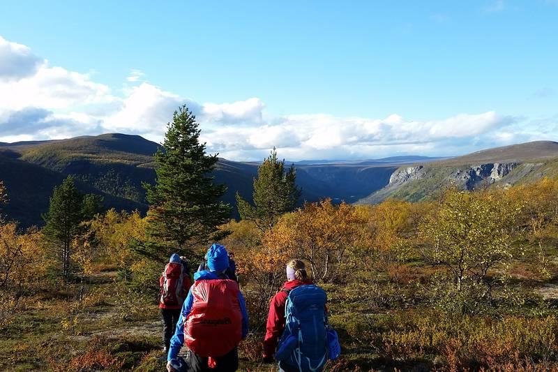 På tur fra Reisavann med utsikt over Reisadalen - Foto: Kristin Høidalen