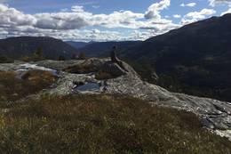 På toppen av Hanskonatten -  Foto: Målfrid Toeneiet