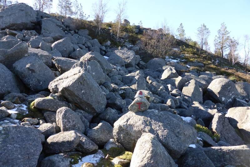 Ei av de korte steinurene med stødig stein.