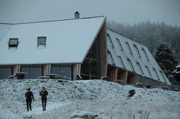 Preikestolen fjellstue i vinterlys. - Foto: Kjell Helle-Olsen