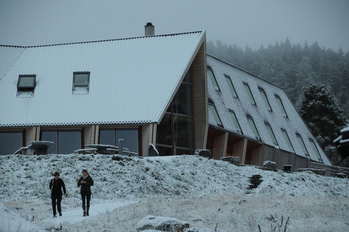 Preikestolen fjellstue i vinterlys.