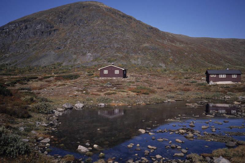Idylliske Oskampen, turens mellomste hytte.