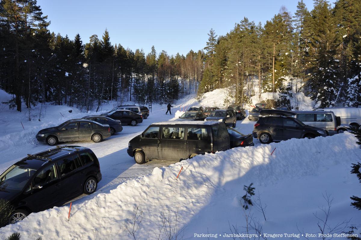 Stor parkering en times gange fra hytta.