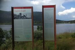 Informasjonstavler forteller om bl.a. Haglebuslaget.  - Foto: Hilde Roland