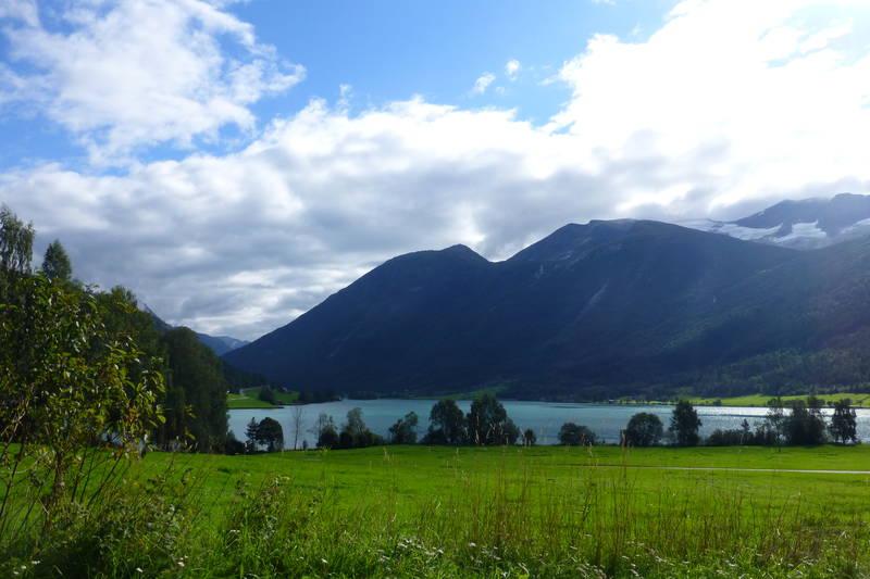 Utsikt over Strynsvatnet, fra utgangspunktet