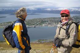 Veterangruppa i Troms Turlag på vei opp til Fløya - Foto: Carina Hansen