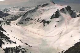 Bildet viser skiruta opp til Kolåstind (1432 moh). -  Foto: Fri Flyt