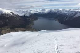 Frå oppstigninga, med utsikt mot Skei
