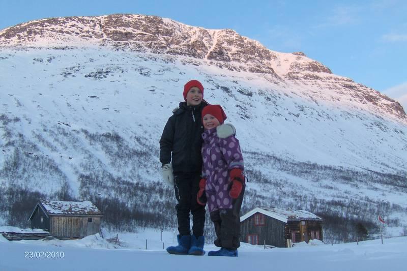 Vassendsetran i 20 minus. Tøffe barn,gikk 5km fra Bårdsgarden i strålende,men kaldt vær. februar 2010.