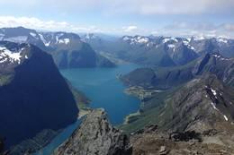 Utsikt mot Hjørundfjorden -  Foto: Liv Gunvor Hove Midtbust