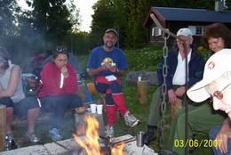 Overnatting ved Amundseter i Høland. - Foto: Helge Johansen