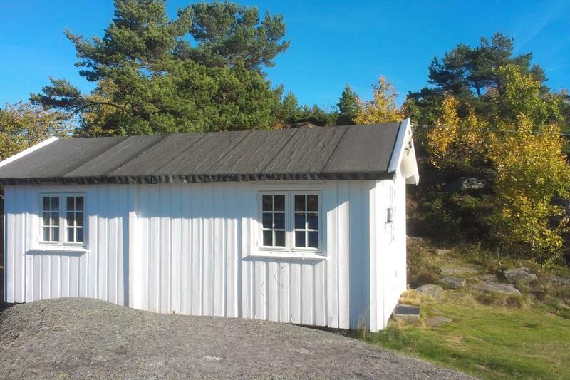 Hytte nummer 2 ligger svært solvendt med storslagen utsikt.