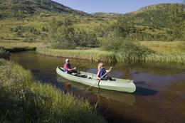 Med kano pŒ Solrenningsvatnet, St¿lsheimen - Foto: Helge Sunde