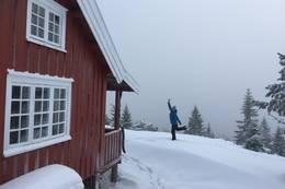 Hovdehytta i vinterdrakt -  Foto: Janet Bydal