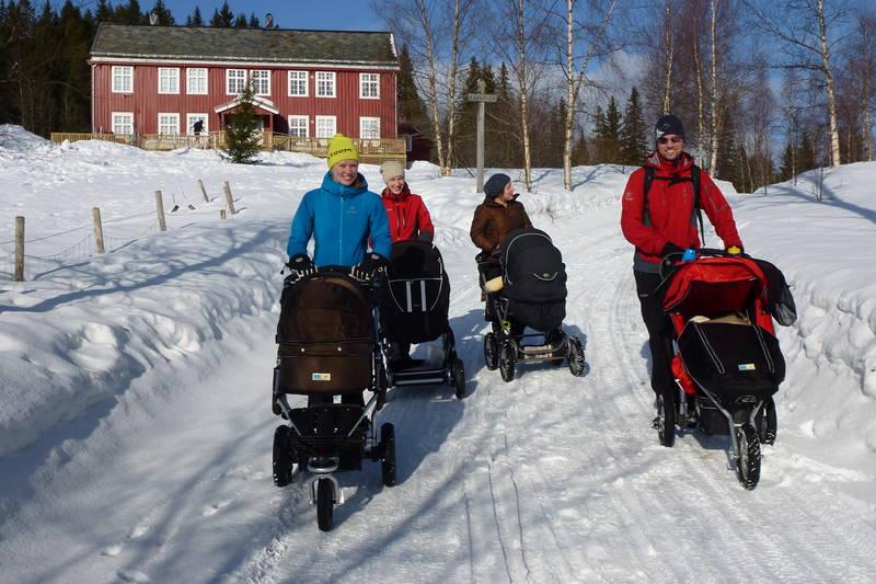 Det er populært å ta seg tur med barnevogn til Rønningen.