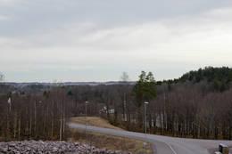 Utsyn fra Viulsrød boligfeltet mot raet til venstre og Adalsborgen til høyre. - Foto: Ukjent