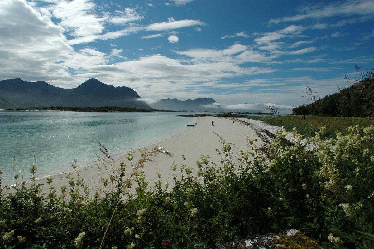 Utsikt fra Senja mot de ytre øyene