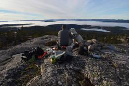 Herlig utsikt over tåkelaget nede i dalene. -  Foto: Rune Ness.