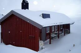Sikringshytta på Måsvassbu med 10 senger. DNT nøkkel. - Foto: Helene Hoemsnes