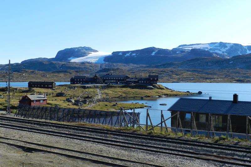 Utsyn mot Finsehytta fra Finse stasjon