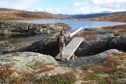 På bru over Hamsa - Foto: Morten Kielland