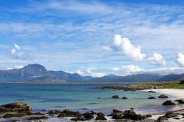 Bildet er tatt på Eggum i Lofoten. Det er en fin liten strand jeg fant da jeg var på ferie der =)  -  Foto: Viljar Slettli
