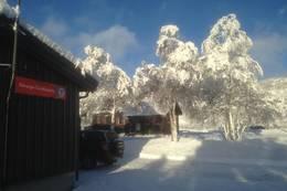 Ådneram turisthytte har parkering like uten for hytta + 2 garasjeporter der 1 er ledig for å lager skiutstyr m.m. - Foto: Per Henriksen