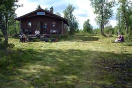 Vetåbua hovedhytte sommer - Foto: Kari B. Mengshoel