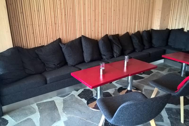 Preikestolen fjellstue sofa i peisestuen