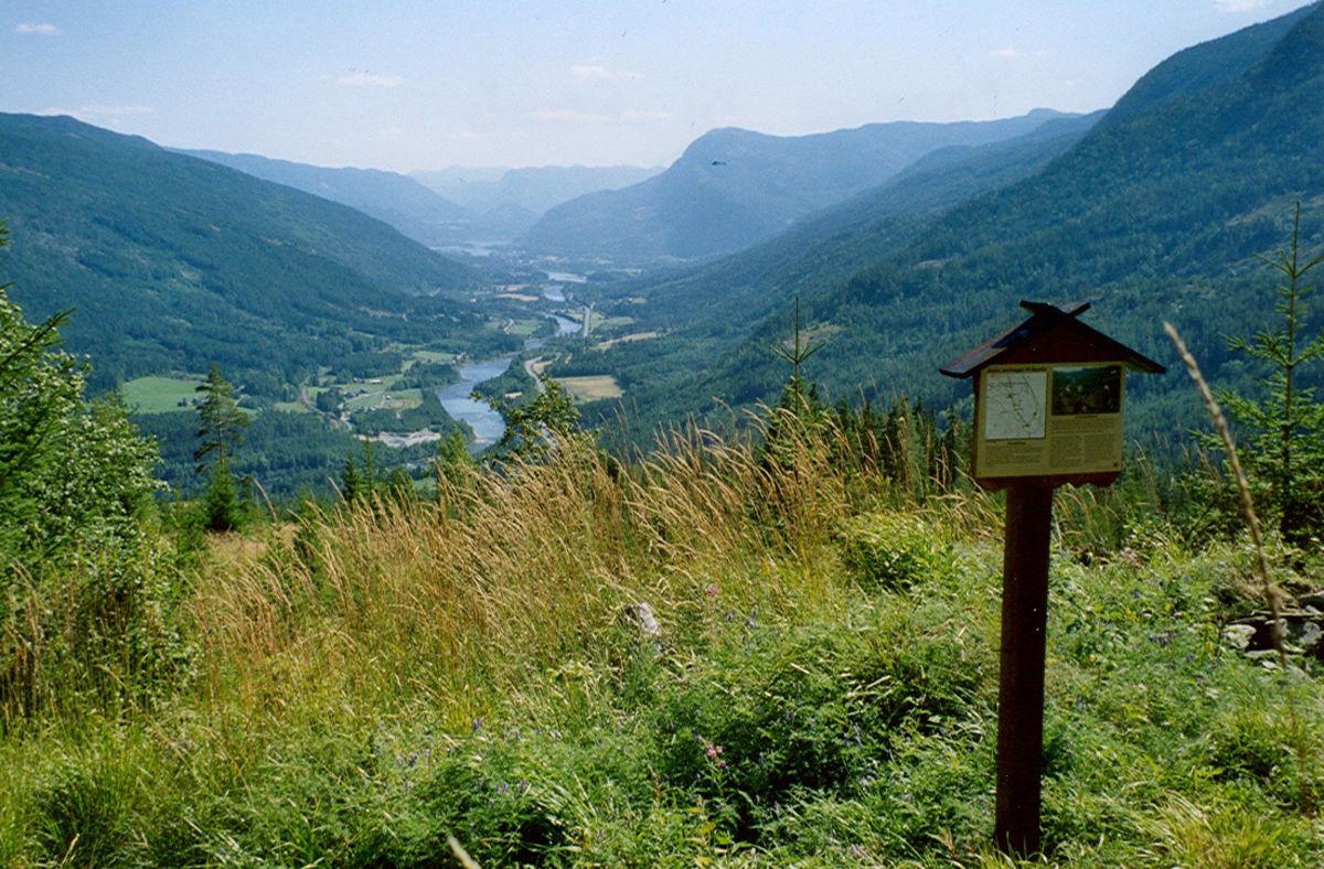 Flott utsikt nedover dalen