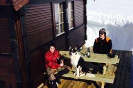 Man kan hygge seg på plattingen midt på vinerne og - Foto: Stein Ove Johannessen