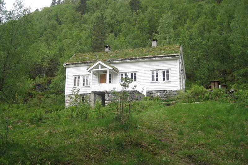 Bergen Turlag sin hytte på Osterøy, Træet gård.  Et fantastisk sted for små og store, med mulighet for kanopadling, fisketurer, turer i ulik vanskelighetsgrad og lengde og ikke minst bålkos:)