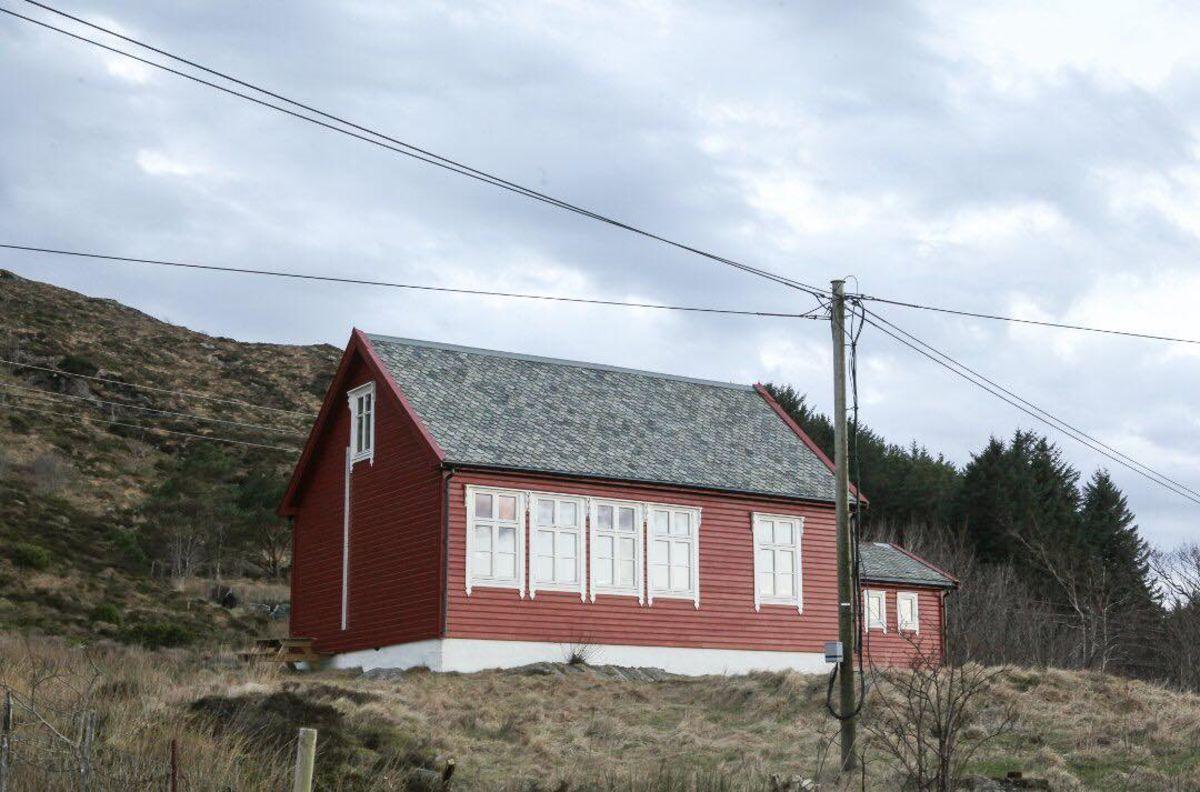 Øya Kinn er mest kjent for middelalderkyrkja, Kinnaspelet og fine turmulighet.