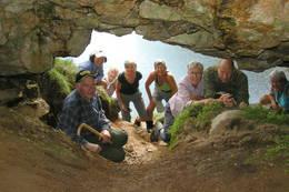 Fotografen er inne i Mohidler-hulen -  Foto: Njål Vadla