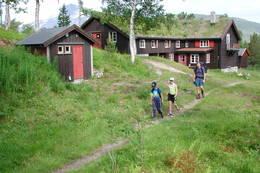 Trollheimshytta er et fint utgagnspunkt for toppturen til Geithøtta.  - Foto: Jonny Remmereit