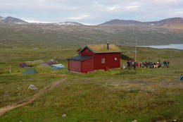 Midtistua ligger i Bjøllådalen en solid dagsmarsj fra vei og i hjertet av Saltfjellet-Svartisen nasjonalpark - Foto: Gudmund Jensen