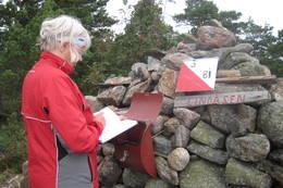 Husk å skrive navnet ditt i gjesteboka i varden. - Foto: Floke Bredland