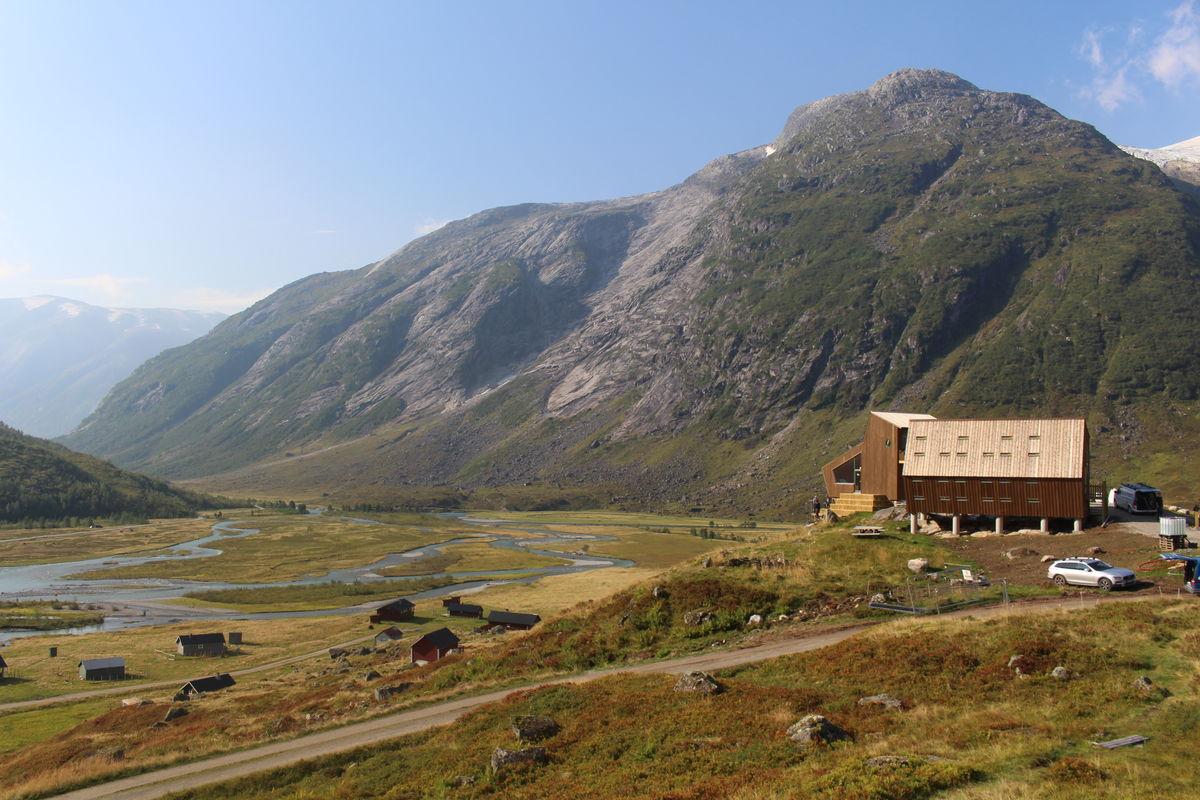 Spektakulære omgivelser til en spektakulær hytte