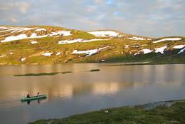 Med kano på Selhamarvatnet - Foto: Ukjent