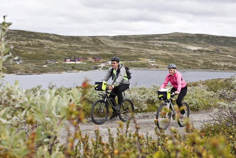 Kalhovd Turisthytte ligger flott til ved Kalhovdsfjorden