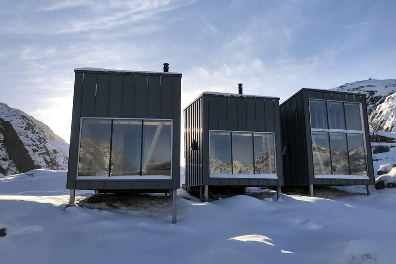 Skåpet i vinterdrakt. Det er varierende skiforhold i rundt Skåpet, og ofte kan det være mulig å gå på truger eller til fots til hytta i vintermånedene.