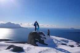 Thomas og Thea Birgitte på topptur til Elvvasstinden! - Foto: Ragni Storvoll