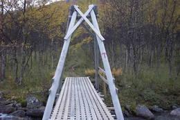 Bro på stien mot Stordalsstua - Foto: Troms Turlag