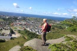 Aslaug nyter utsikten. - Foto: Torfinn Dommersnes
