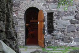 Døren inn til Løvøykapellet. - Foto: Ukjent