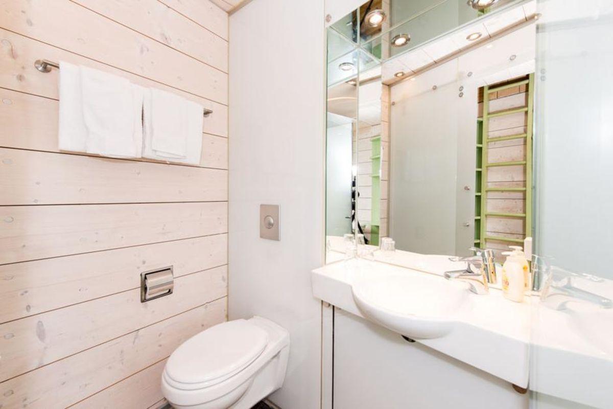 Preikestolen fjellstue tilbyr også rom med bad og dysj på rommene