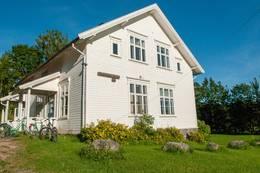 Veierland skole er et flott gammelt hus med sveitserstil -  Foto: Oslofjorden friluftsråd