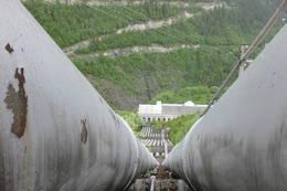 Utsikt ned langs rørgata mot Vemork -  Foto: Eivind Toreid